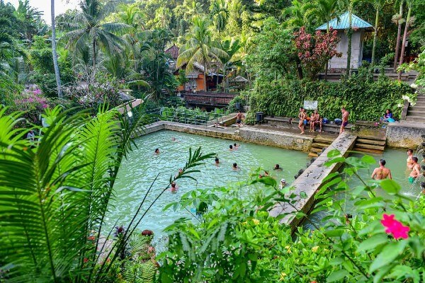 Les sources d'eau chaude de Banjar à Bali, près de Munduk