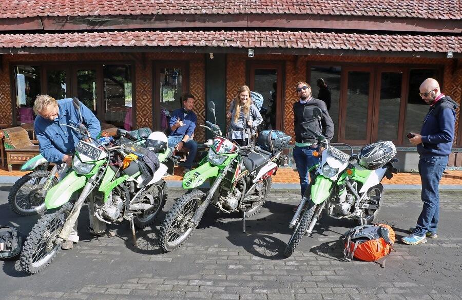 Préparation à partir à Cemorolawang
