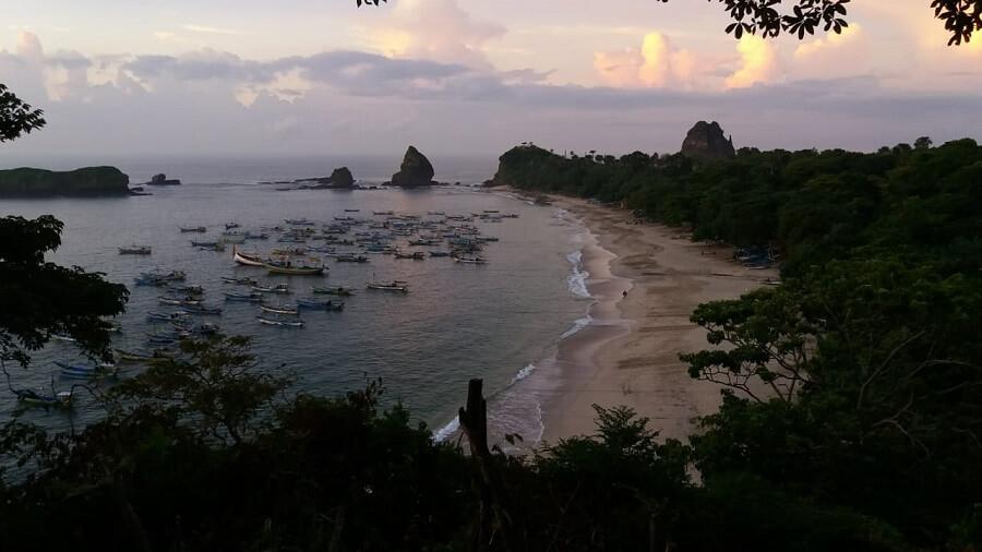 La plage de Papuma à Java