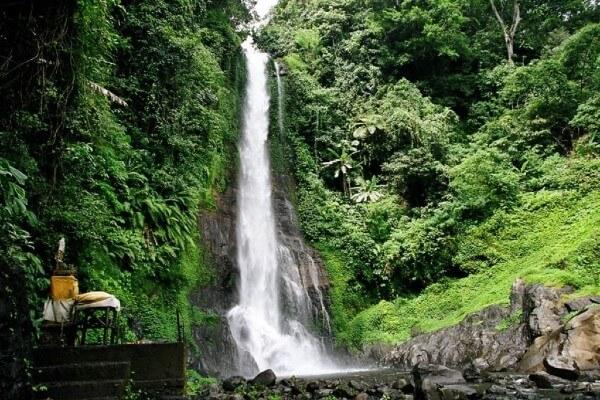 Cascade de Gitgit à Bali, près de Munduk