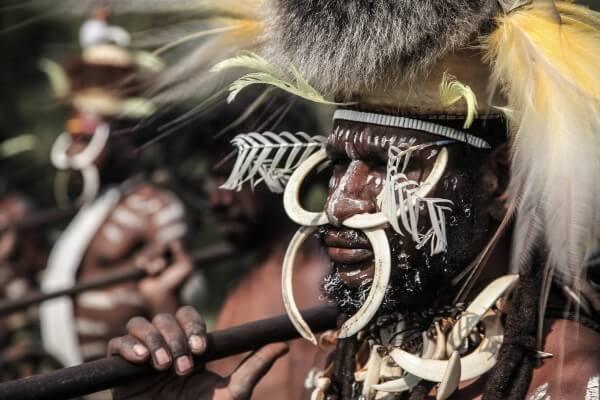 Un papou dans la vallée de Baliem, en Papouasie