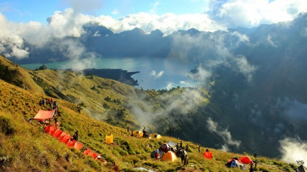 La camp Pelawangan II, sur le volcan Rinjani