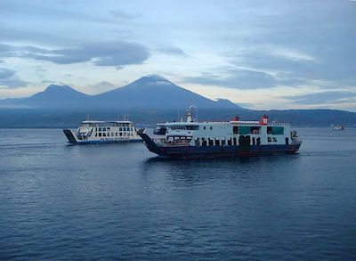 Des ferries au large de Lombok