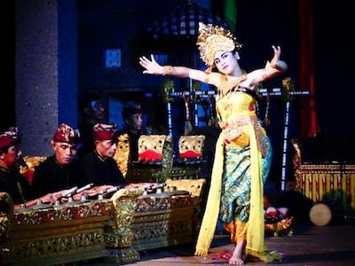 Une danseuse traditionnelle balinaise