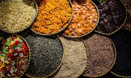 Des épices sur un marché traditionnel en Indonésie