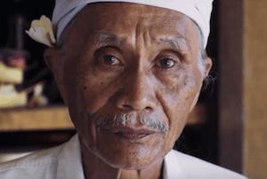 Un médecin traditionnel balinais