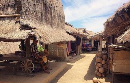 Un village traditionnel indonésien en plein jour