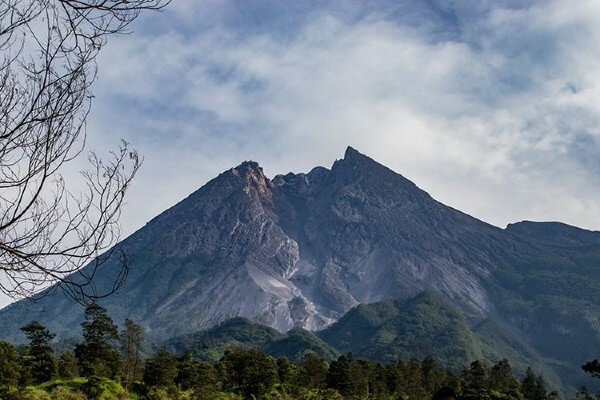 Le volcan Merapi, au Nord de Yogyakarta